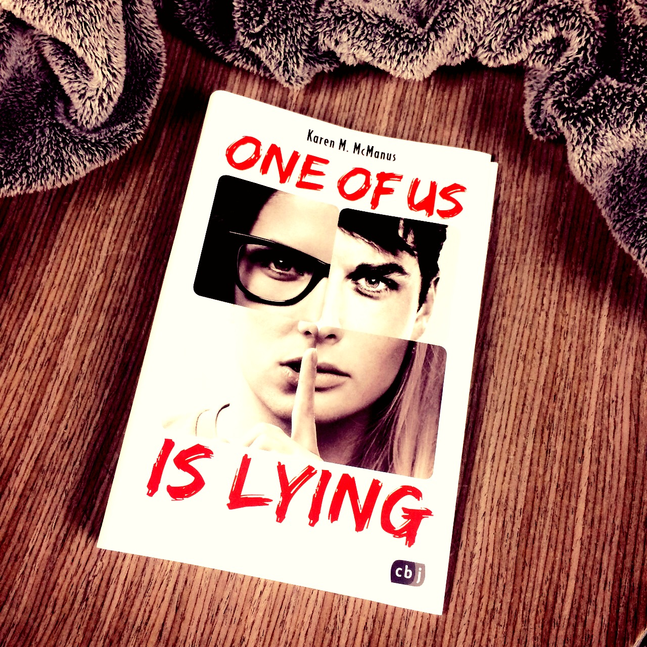 "||» Rezension «|| ""One of us is lying"" von Karen M. McManus"